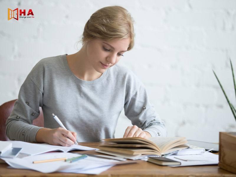 Một trong 4 kỹ năng trong khóa học ielts là Writing IELTS
