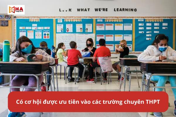 Học IELTS từ cấp 2, cấp 3 giúp có cơ hội được ưu tiên học tại các trường chuyên THPT